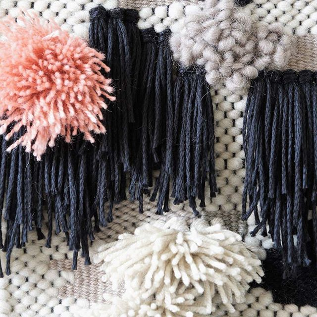 Done. A finished wall hanging is my #musthave these days... @kitschcanmakeyourich #instagraminteriorchallenge #wallhanging #handmade #handmadewithlove #yarn #yarnporn #wool #design #blackandwhite #fringe #weben #wandbehang #wandteppich #wednesdayweaving
