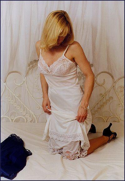 foto de Pin de Lucy en More than One slip Pijamas mujer Enaguas