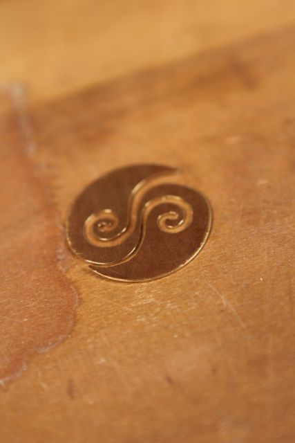 These are behind the scenes photos from the video shoot for Metalsmith Essentials: Create Spirals, Tubes, and Other Curves for Jewelry Making with Helen. I Driggs.
