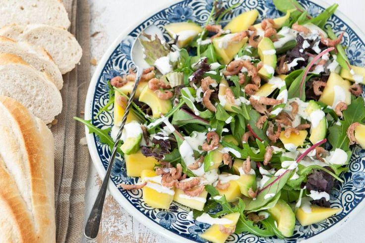 Kijk wat een lekker recept ik heb gevonden op Allerhande! Avocadosalade met Hollandse garnalen en mango