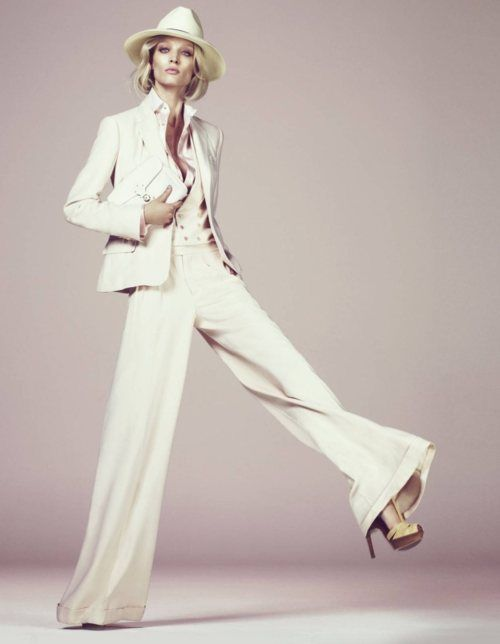 lady dons menswear chic: Andrew Yee, Wide Legs Pants, Melissa Oscommerce, Spring Collection, White Pants, White Suits, Pants Suits, Dresses Codes, Offices Fashion