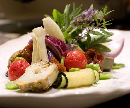 Villa Marie, Saint-Tropez - Ramatuelle // Légumes de Provence cuits/crus et sauce vierge - Provençal vegetables, raw & cooked, sauce vierge (photo by H. Biegs) http://www.villamarie.fr/2970-la-recette-du-moment.htm