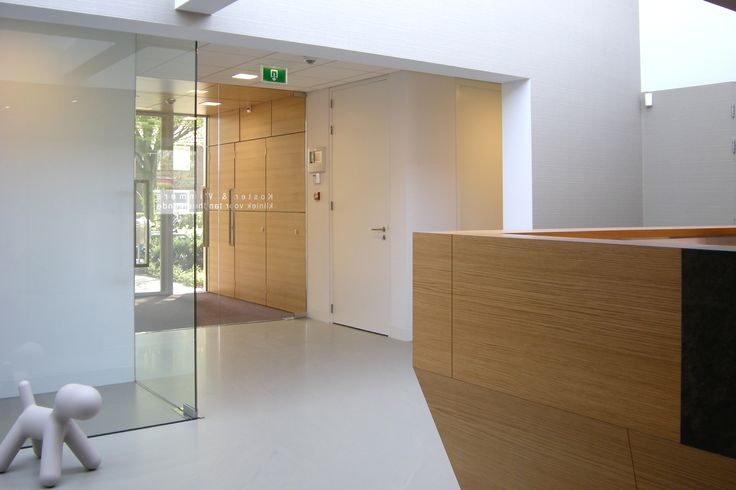 Dental dentistry healthcare practice design interior and architecture/ praktijkinrichting, gebouwontwerp, interieur van tandartspraktijken en orthodontiepraktijken.Light minimalistic dental practice designed by Amsterdam based architecture firm ARHK. - Lichte, minimalistische tandartspraktijk ontworpen door het Amsterdamse architectenbureau ARHK.