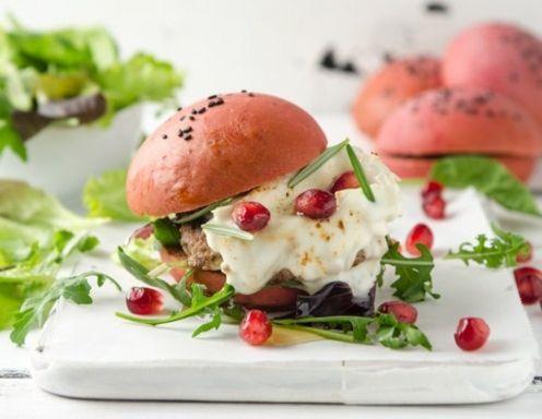 Lamm-Burger mit Ziegencamembert und Granatapfel