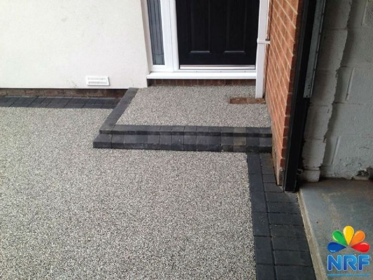 Leading installers in Resin Bound and Bonded driveways, patios and footpaths