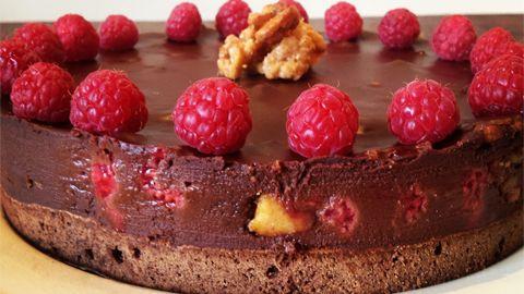 Sjokoladekake med bringebær og nøttenougatin – Ida Gran-Jansen