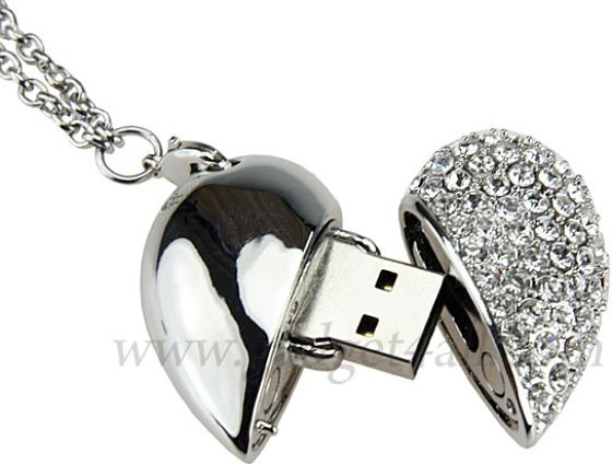 USB Crystal Heart Necklace Flash Drive