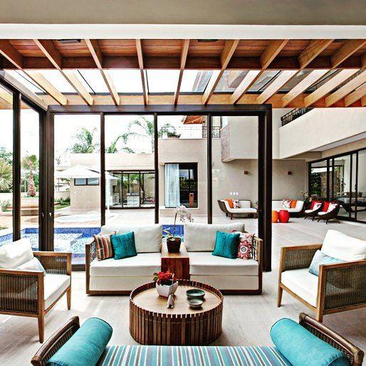 Casa maravilhosa! #brasil #campinas #bomdia #villarattan #fibrasintetica #fibra #externo #chaise #sofa #lindo #almofada #azul #tamborete #piscina #varanda