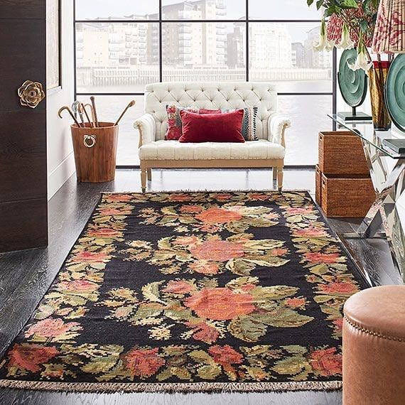This Fringed Edges Elegant Hand Woven 100 Cotton Rug With A Floral Design Would Make A Striking Centrepiece In Any Rug Styles Cotton Rug Carpet Manufacturers