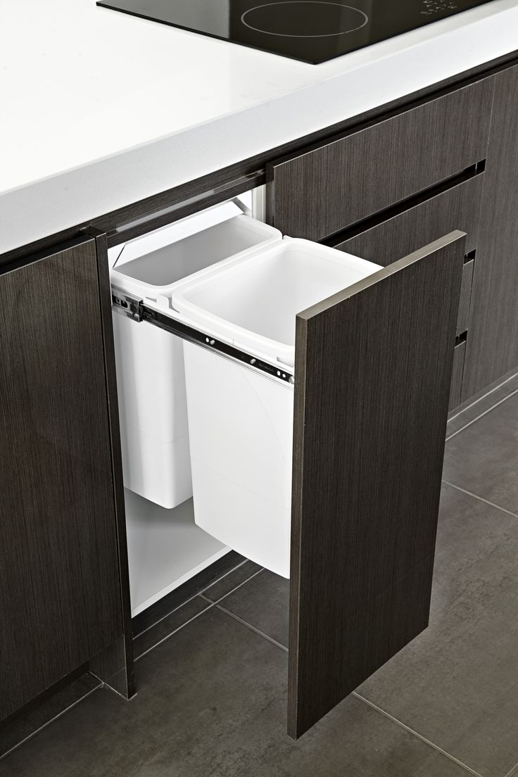 Hettich soft close draws and with the bins located on hand at the prep area ready for ease of disposal.