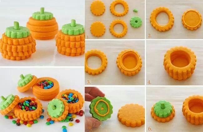 http://www.cakemania.it/come-si-fa/come-fare-una-scatola-biscotto-a-forma-di-zucca