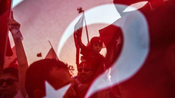 Quello che fu il Paese laico di Atatürk oggi è una nazione lacerata e al tempo stesso interamente concentrata su un solo uomo: il capo dello Stato.