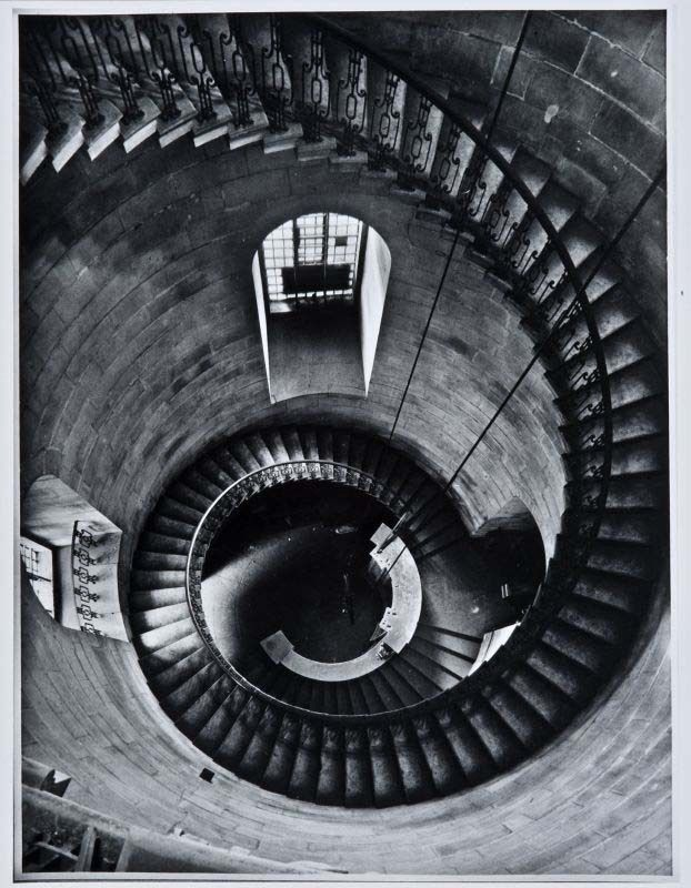 Wendeltreppe im Uhrenturm der St.-Pauls-Kathedrale, Helmut Gernsheim, London 1943 © Reiss-Engelhorn-Museen, Forum Internationale Photographie, Sammlung Gernsheim Zeitgenössische Gernsheim-Collection / Forum Internationale Photographie / Reiss-Engelhorn-Museen Whorl,  Helix, London 1943, Gernsheim 1943, Uhrenturm Der,  Volute,  Spirals, Spirals Staircas, Helmut Gernsheim