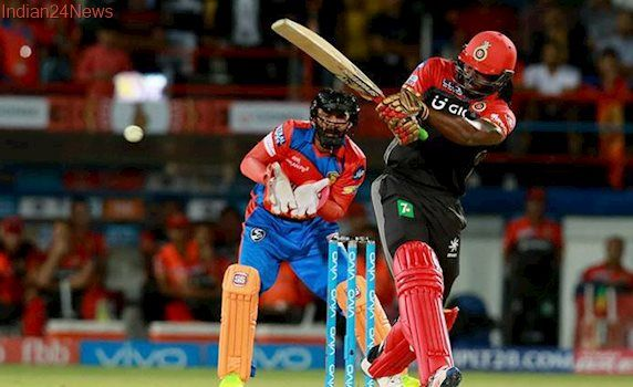 RCB vs GL: Brendon McCullum takes a stunner near the ropes but the hat saves Chris Gayle, watch video