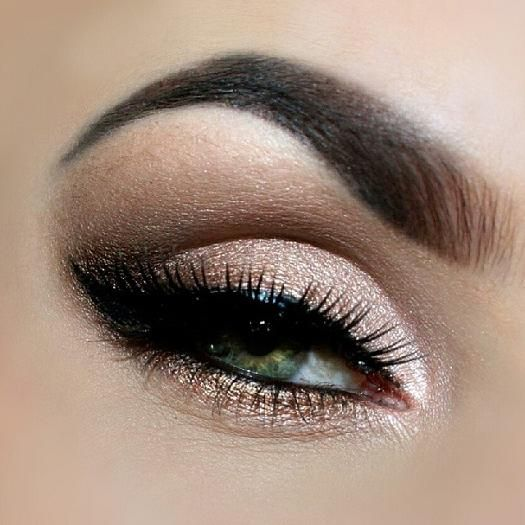 Sleek Makeup for Green Eyes