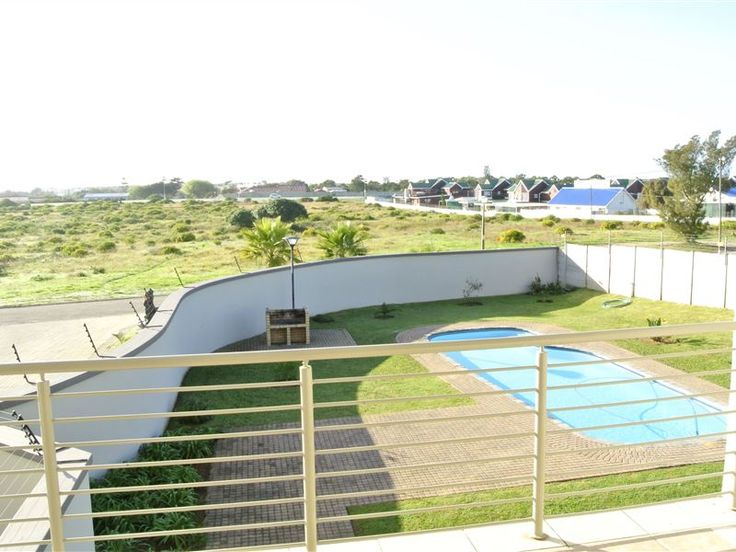 Hart en Bos Strandhuis - Hart en Bos Strandhuis is a charming self-catering apartment situated in the quiet suburb of Hartenbos, Mossel Bay.   The well-appointed apartment has three bedrooms and two bathrooms. There is an open-plan ... #weekendgetaways #hartenbos #southafrica