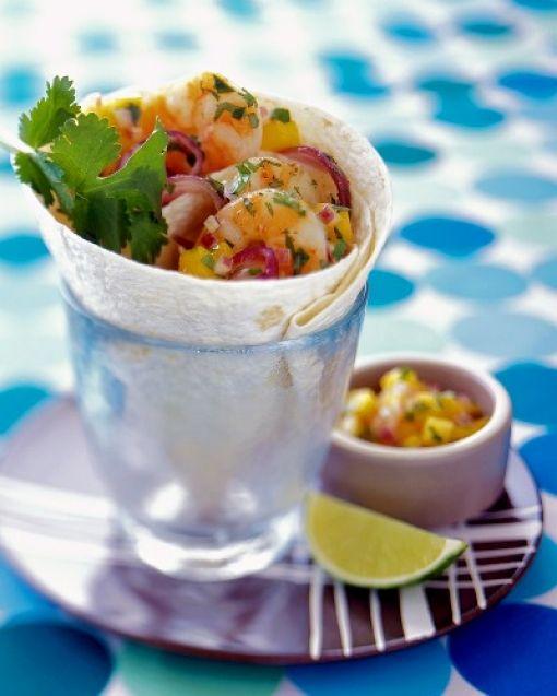 """#Mango #Salsa ile #Tortilla Ekmekli #Karides  Mangoyu """"Yemeye Hazır"""" seçmeyi unutmayın. #yemeyehazir #salsasos #salata #atistirmalik #meyvelitarifler #meksika #meksikali"""