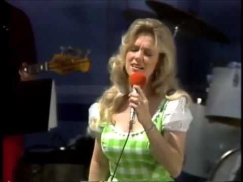 Connie Smith ~ How Great Thou Art  On the Porter Wagoner Show 1979