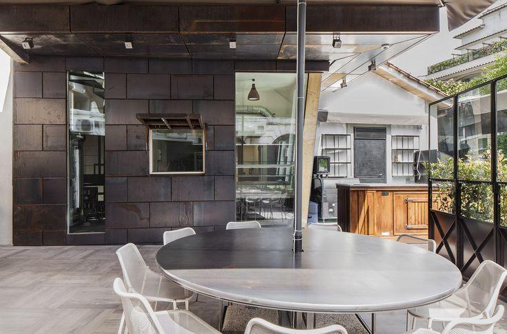 Ristorante Macello: La sala ristorante all'aperto e la zona street food | Macello Restaurant: The outdoor dining room and the street food area