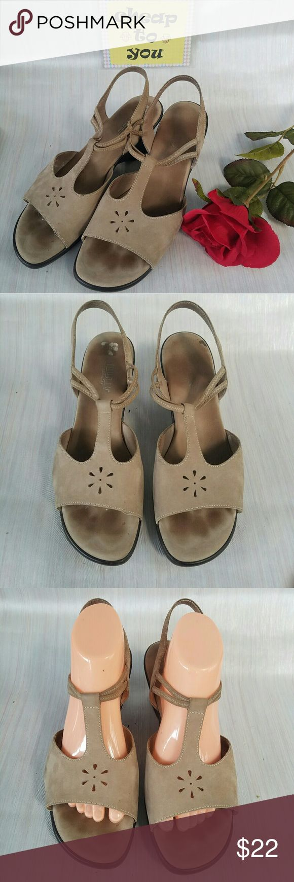 """MUNRO AMERICAN WEDGES. SIZE 10M Walking wedge. Gently worn. With signs of wear in insole. 3"""" wedge. Padded insole. Made in USA. Munro Shoes Wedges"""
