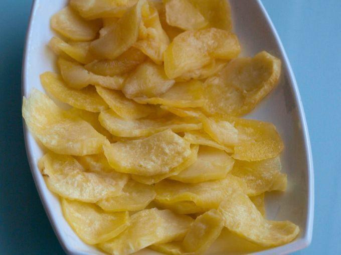 Ahí va una forma rápida de hacer patatas fritas y sin gastar apenas aceite. Esta manera de hacer patatas fritas es rápida y con este método evitamos consumir una gran dosis de aceite. El único problema es que de este modo se pueden hacer unas pocas...