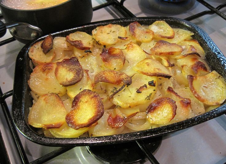 Awesome, slimmimg world boulangere potatoes - the ones that are cooked in stock :o)