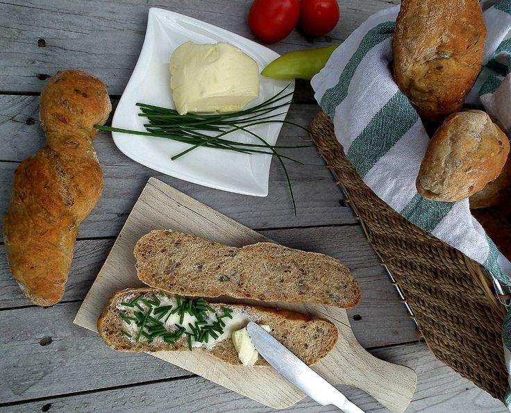 Domáce pečivo alebo chlieb sú úžasné dobroty. Presne vieš, čo obsahujú a nutrične si ich môžeš obohatiť semienkami, orechmi, sušenými paradajkami a inými chutnými ingredienciami. Ale pečivo pripravené zo špaldovej celozrnnej múky, to je ešte vyššia liga. Nielen, že špaldová celozrnná múka obsahuje všetky makroživiny, ale je aj ľahko stráviteľná, pretože obsahuje menej lepku ako bežná pšeničná… Continue reading →