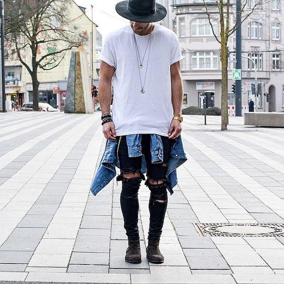 Chapéu, Jaqueta Jeans amarrada, Camiseta Branca Lisa, Colar Masculino, Calça Skinny, Calça Rasgada, Bota Masculina, Chapéus Masculinos indicados para cada Tipo de Look - Guia Macho Moda