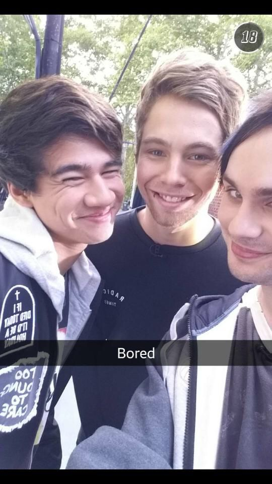 MICHAEL AND CALUM LOOK LIKE THEY DONT REALLY LIKE LUKEY BUT ARE JUST BEING NICE LOL MEAN GIRLS
