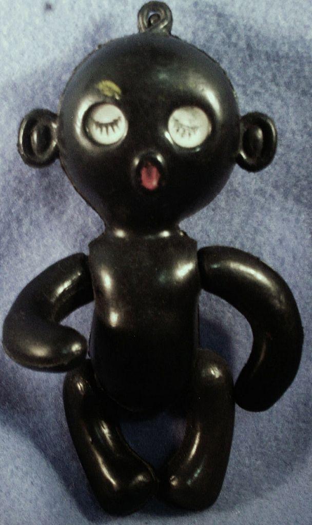 Zo'n popje heb ik ook gehad. Het had een raffia soort hawai rokje aan.