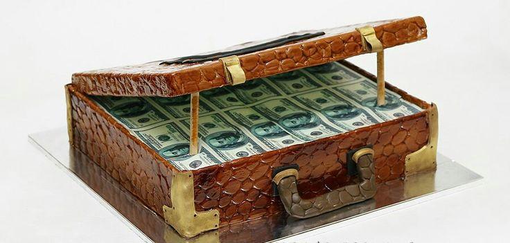 Наш торт в виде чемодана денег