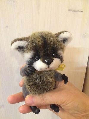 Handmade-Raccoon-Tosha-OOAK-by-artist-Natalia-Kaledina