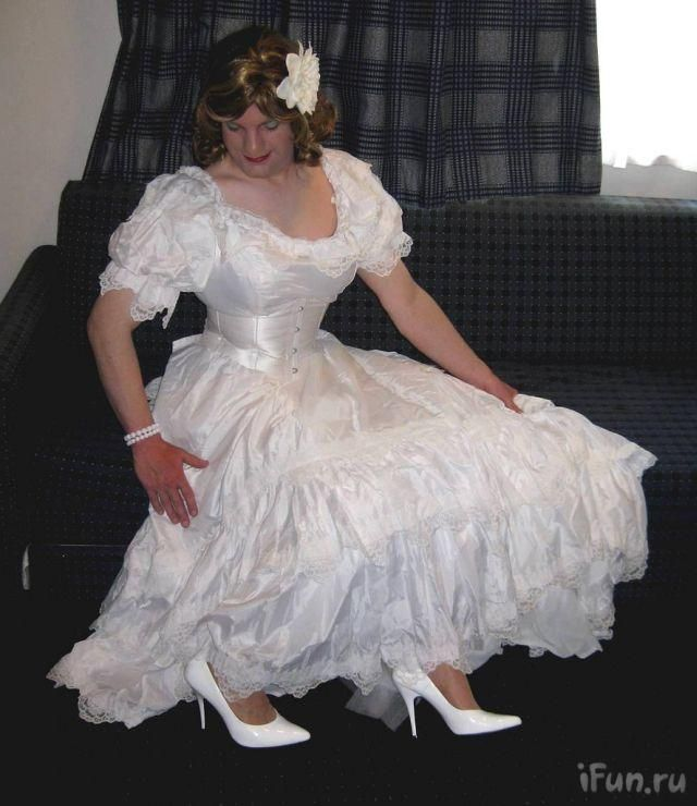 Funny Wedding Gowns: Men In Wedding Dresses : Funny