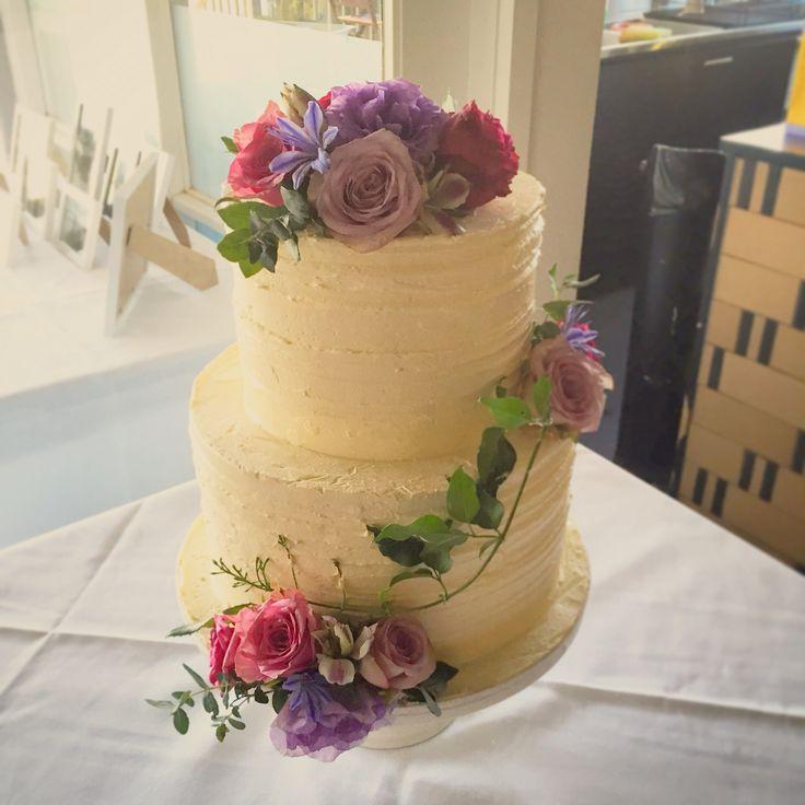 Gorgeous Mornington Peninsula Weddings Flowers by Ren Situated in Dromana Cake Redhill www.flowersbyren.com.au