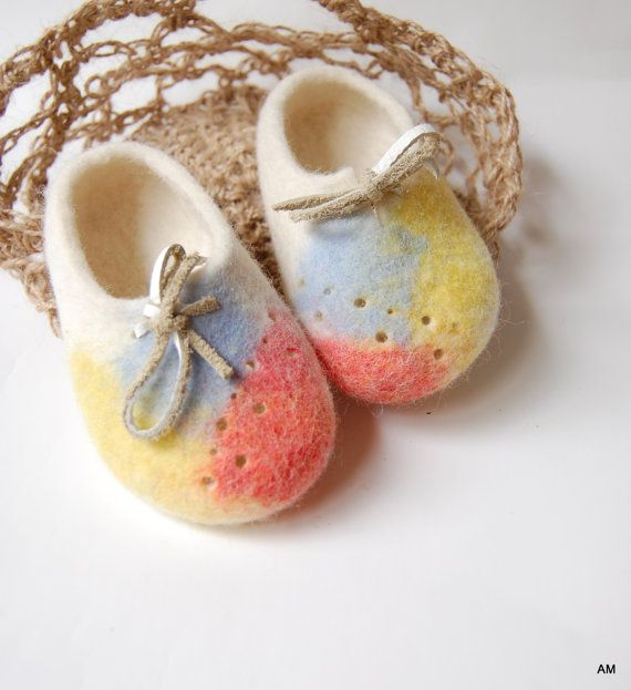 Baby felted Booties in crochet jute bag Unisex baby boots Wool shoes for kids Handmade gift for Newborn-9-12 months and 3-6 months