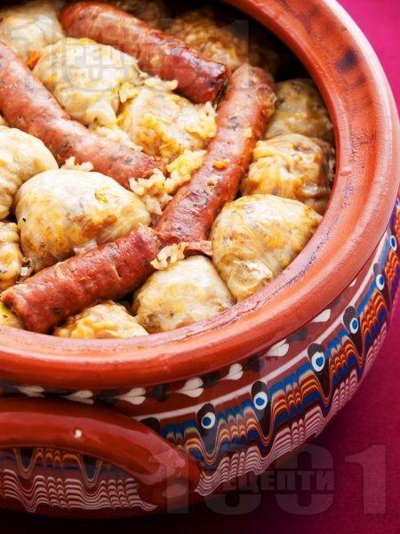 Коледна капама със зелеви сарми, свинско и телешко месо