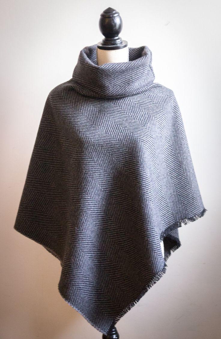 On est presque à la fin del'automne, et les manteaux d'hiver seront bientôt bel et bien de sortie. En attendant, on peuts'envelopper de plusieurs épaisseurs. Moi en tout cas, j'adore ça. Et quoi de plus pratique qu'un poncho. J'en ai cousu un. Et à la fin de l'article je vous donne même le tuto. …