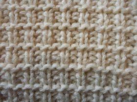 Presentiamo un 'altro scaldacollo ai ferri,ampio ed avvolgente . OCCORRENTE: 300gr. di lana bianc...