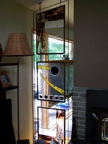 Pièce décorative en vitraux inséré dans une structure de métal