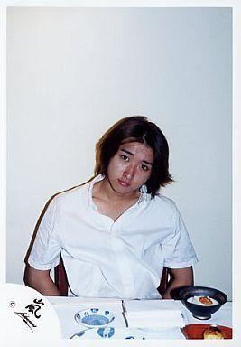 嵐/大野智 /シャツ白・椅子に座る・上半身/公式生写真 | 中古 | 生写真 ...