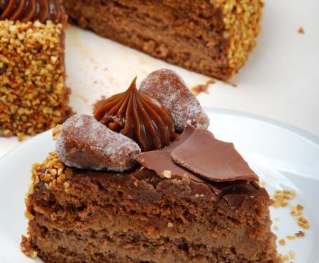 Grazie alla sua delicatezza, la torta alle castagne con la crema ai marroni è la scelta perfetta per addolcire le prime giornate autunnali.