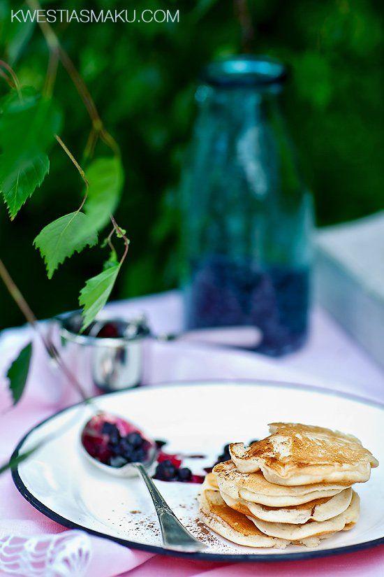 Placki z ricotty z cynamonem i syropem jagodowym   Kwestia Smaku