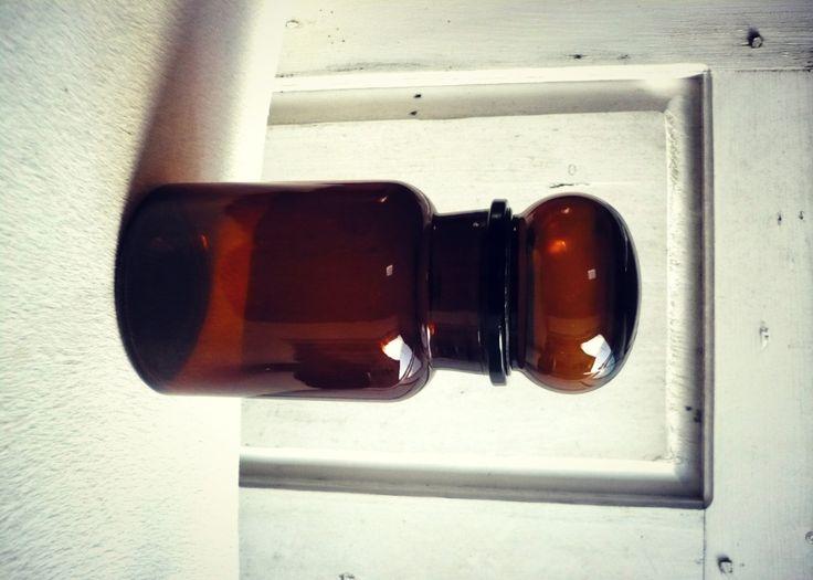 flacon en verre marron vintage 70 de la boutique SaintFrusquin sur Etsy