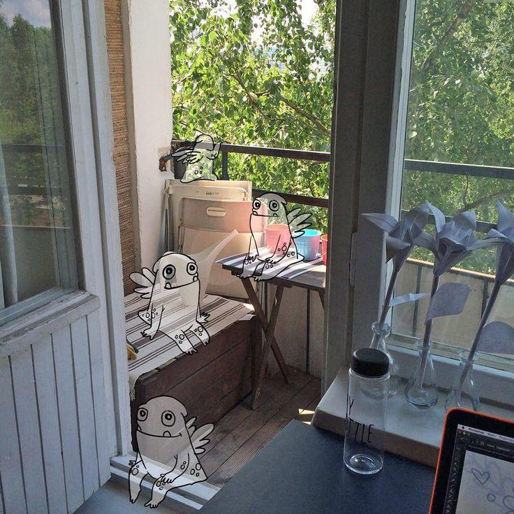 Работаю перед балконом и представляю что там сидят мои воображаемые друзья и ждут когда я закончу…