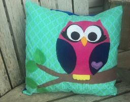 Free pattern: Owl appliqued throw pillow & 30 best crafts- applique images on Pinterest   Sconces Embroidery ... pillowsntoast.com