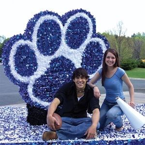 Spirit Paw Parade Float Kit - Choose your school colors to create this great spirit paw kit for your Homecoming parade float.