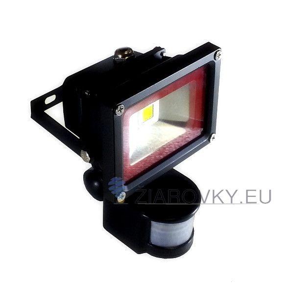 LED reflektor so senzorom - 10W s výkonom 10 Wattov je schopný vyprodukovať 800-1000 LM svetla, čo je ekvivalentné s 100 W svetla. Reflektor obsahuje pohybový senzor, ktorý sa zapne akonáhle senzor zachytí pohyb. Krytie LED reflektoru je vyrobené z 5mm hrubého skla, odolnému voči vysokým teplotám, vlhkosti , UV žiareniu, prachu a jemným nárazom. LED reflektor so senzorom - 10W je exteriérové svietidlo na osvetlenie vonkajších alebo vnútorných priestorov.