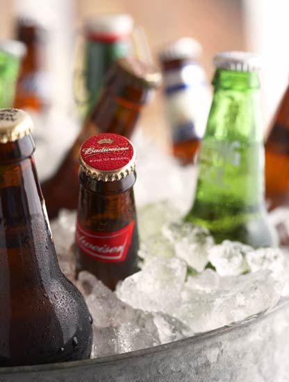 A Life tem muitas opções de baldes de gelo, já conhece? http://www.lifepresentes.com.br/kitchen-and-fun/balde-de-gelo-heineken/