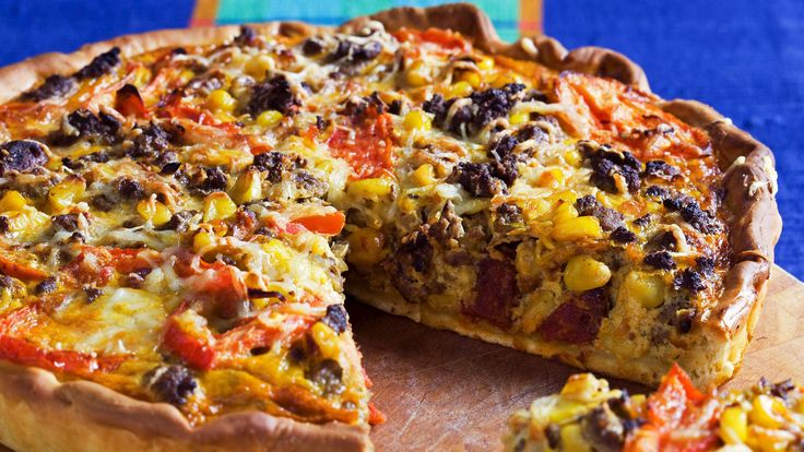 Middagspaier er en stor favoritt hos hele familien. I denne oppskriften får du en myk pizzadeigbunn toppet med alt det gode fra tacoens verden.