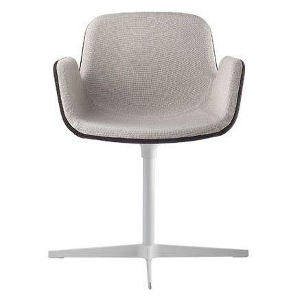 Jetzt bei Desigano.com Pass S131 Drehsessel Sitzmöbel, Sessel, Drehstühle von LaPalma ab Euro 634,00 € Trotz seiner geringen Dimensionen ist der Drehsessel PASS S131 sehr komfortabel. Der Sessel ist ästhetisch und ergonomisch geformt und eignet sich für die unterschiedlichsten Wohnräume.Sessel mit Drehgestell aus sandgestrahltem Edelstahl oder weiß lackiert, mit Gleitern aus Plastik. Optional mit einem Rückstellmechanismus ausgestattet. Sitzschale gepolstert mit Bezug in Stoff oder Leder…